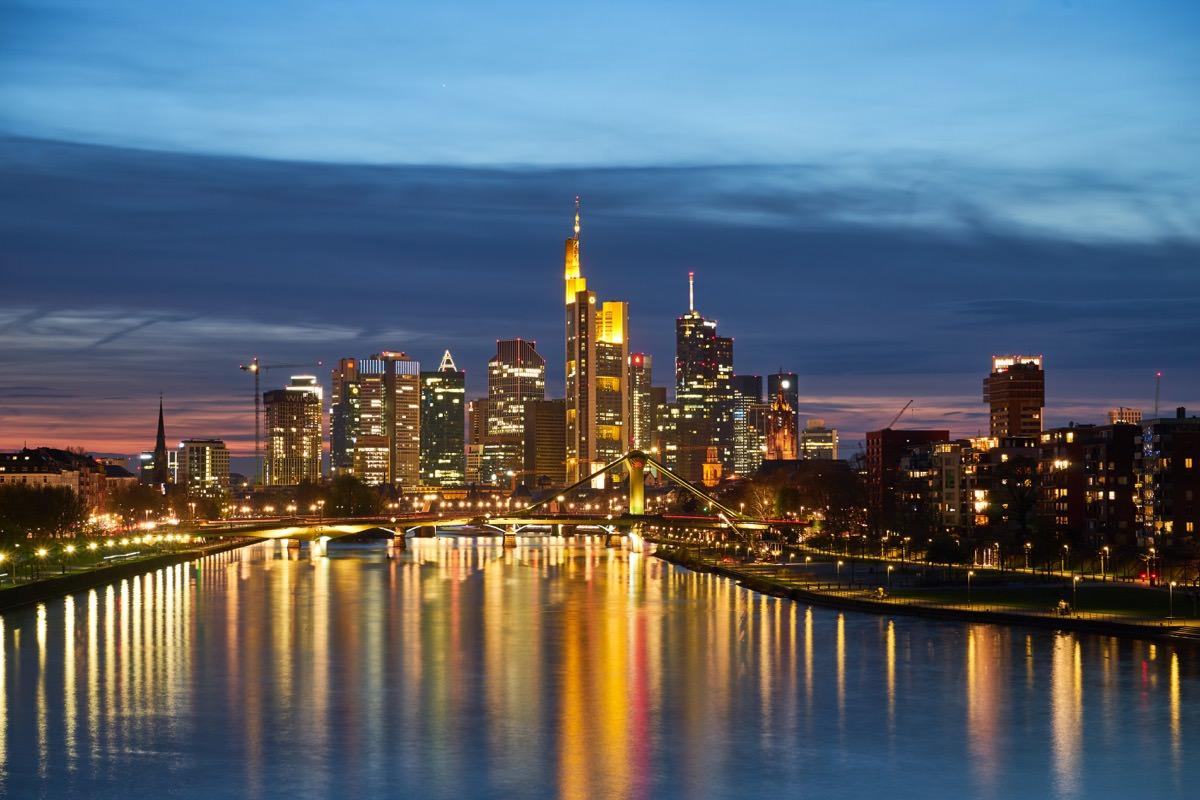 Frankfurt bei Nacht - SEO Frankfurt - RED RAM MEDIA